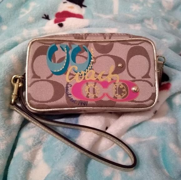 Coach Handbags - 🆕  Coach Daisy Pop C Applique Wristlet.  RARE!!!!